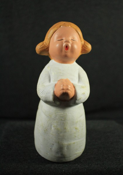Singer Engel Lucia 2, betend
